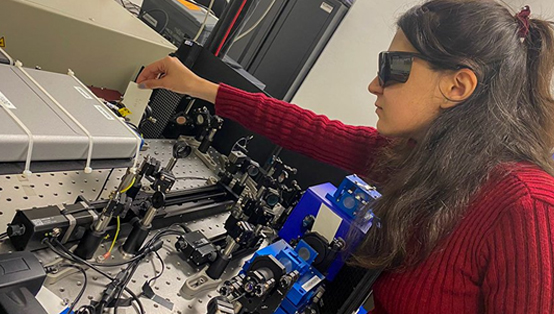 Lead author Elham Gholizadeh, a PhD student at UNSW Sydney. (UNSW Sydney/Exciton Science).